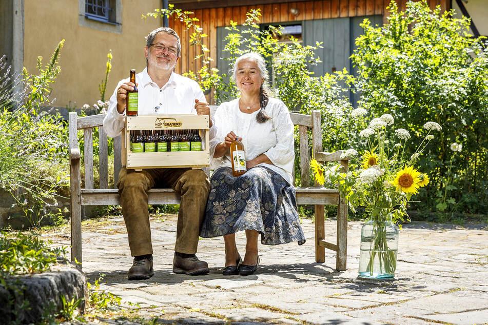 Stefan Oettel mit seiner Frau Andrea-Keßner Oettel auf ihrem Hof.