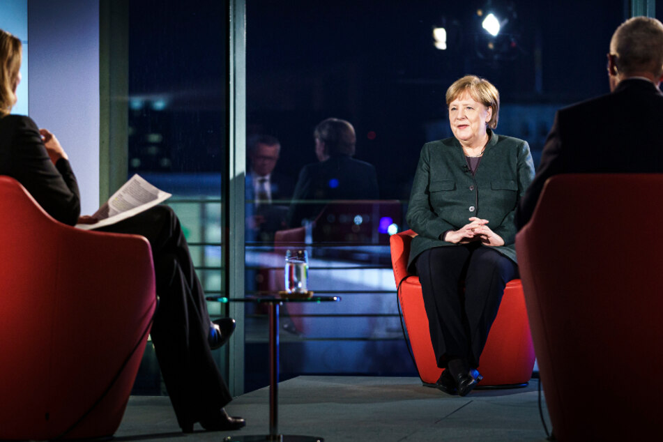 """Kanzlerin Merkel verteidigt Impfstrategie: """"im Großen und Ganzen nichts schief gelaufen"""""""