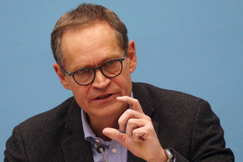 Berlins Regierender Bürgermeister Michael Müller (56, SPD) dringt vor dem Bund-Länder-Treffen am Mittwoch auf eine Perspektive für mögliche Lockerungen des Corona-Lockdowns, mahnt aber gleichzeitig zu großer Vorsicht.