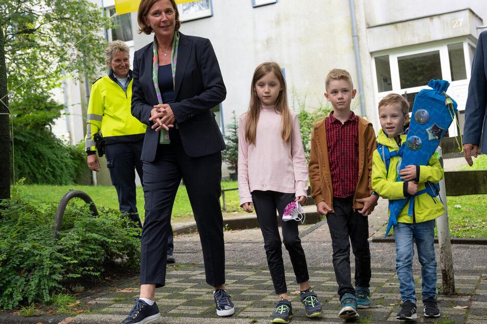 Die FDP-Politikerin hatte am Freitag eine Schule besucht.