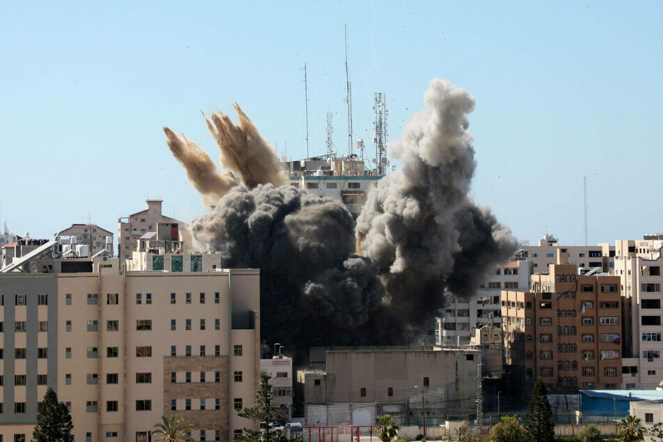 The moment the Al-Jalaa Tower, which housed several international media organizations, collapsed after being hit by Israeli air strikes.