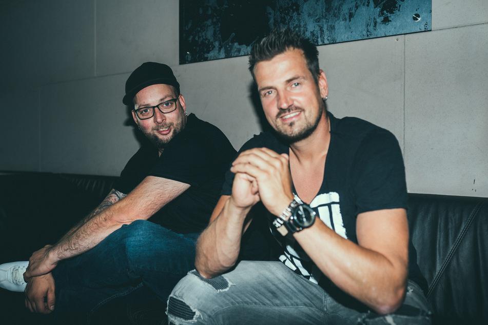 Sebastian Seidel (38) und Ric Einenkel (42, r.) von Stereoact haben es wieder an die Spitze der Charts geschafft.