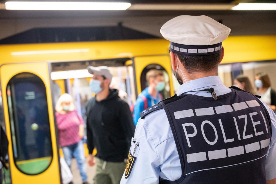 In einer S-Bahn in Warnemünde gab es eine Auseinandersetzung, in deren Verlauf ein betrunkener Mann auf einen 15-Jährigen losging. (Symbolfoto)
