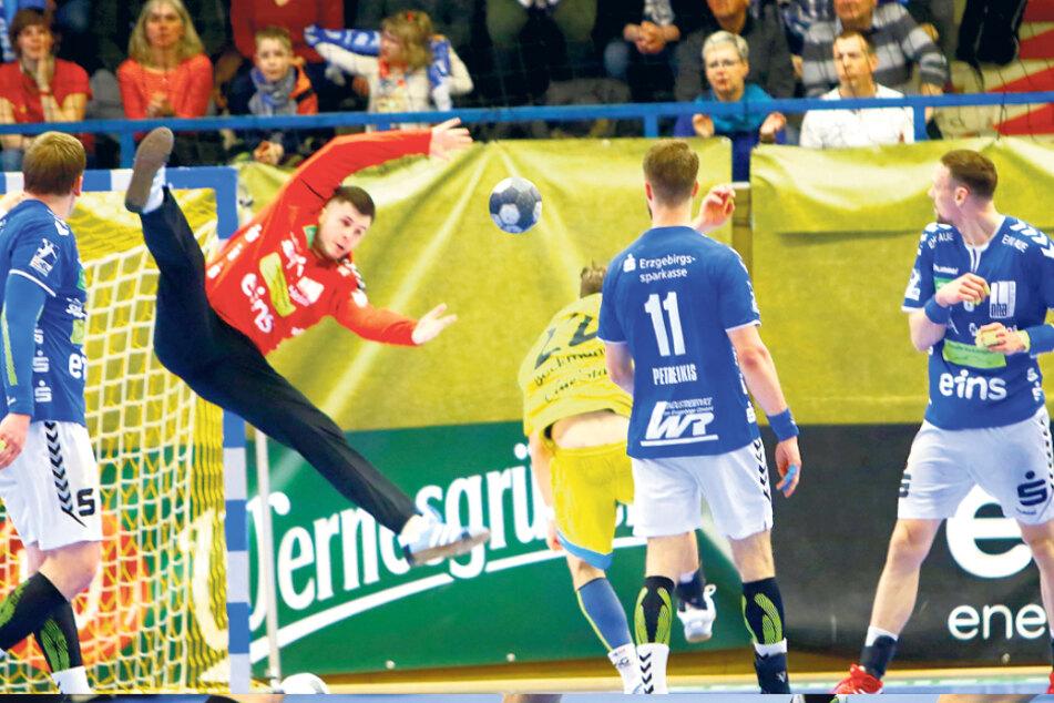 Am 6. März spielte der EHV Aue, hier mit Anadin Suljakovic im Tor, noch gegen Konstanz.