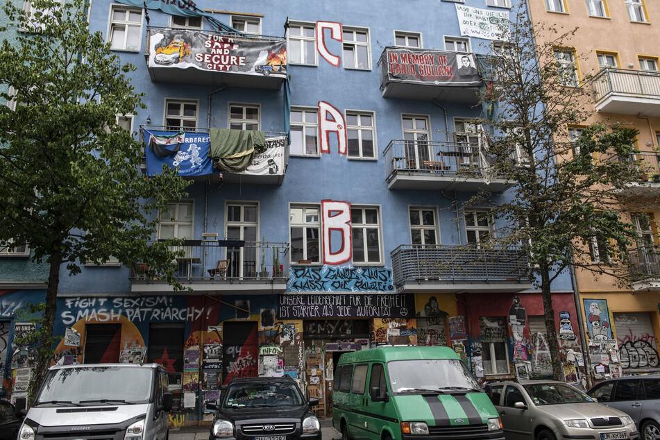 Linksautonome Bewohner der Rigaer Straße 94 bauten das Gebäude über Jahre hinweg festungsartig aus, um der Polizei den Zugang zu erschweren.