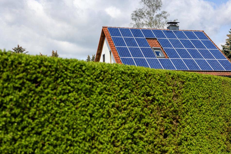 Auch bei Photovoltaik-Anlagen liegen die Haushalte in Hessen mit rund 7 Prozent unter dem gesamtdeutschen Durchschnitt (8,5 Prozent).