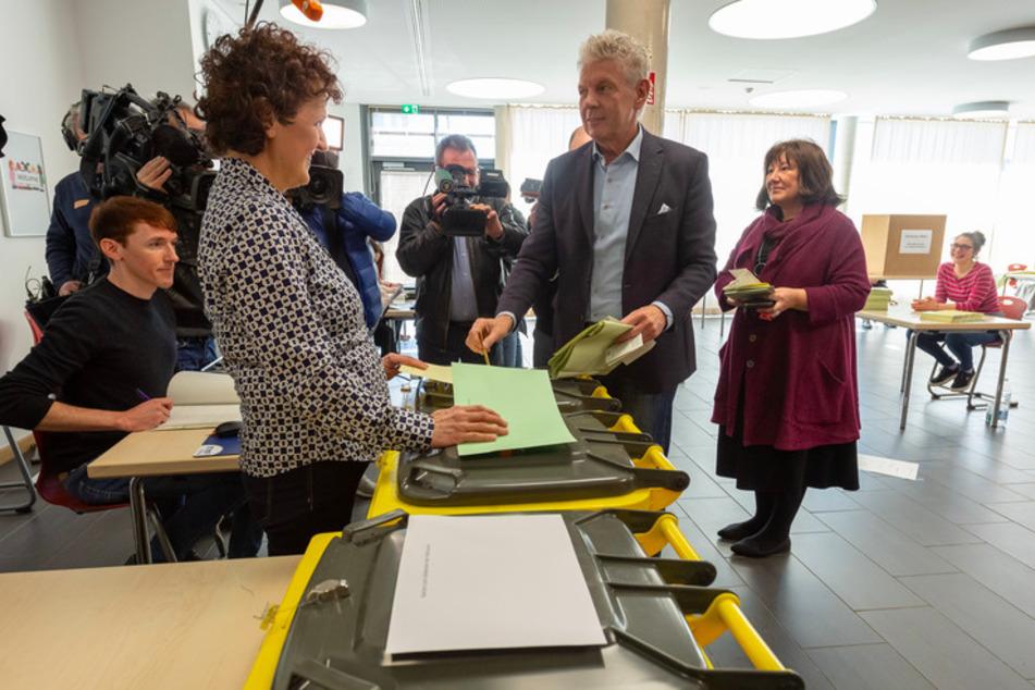 Kommunalwahl: Höhere Wahlbeteiligung, Verzögerung wegen fehlender Helfer
