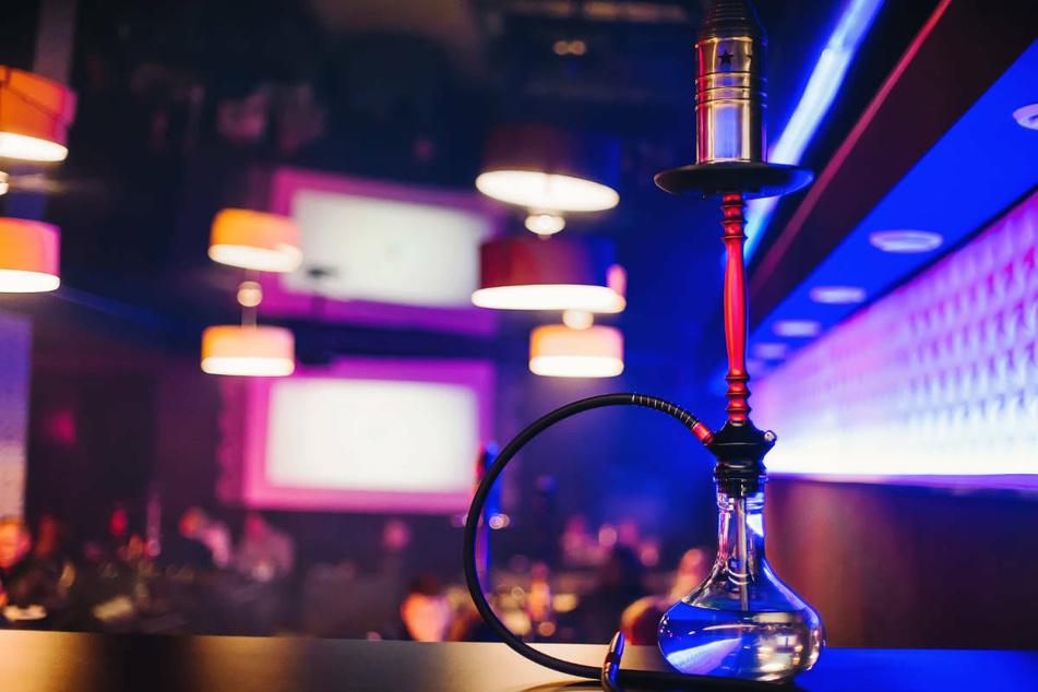 Den Betreiber der Shisha-Bar in Darmstadt sowie die anwesenden Gäste erwarteten nun empfindliche Bußgeldverfahren (Symbolbild).