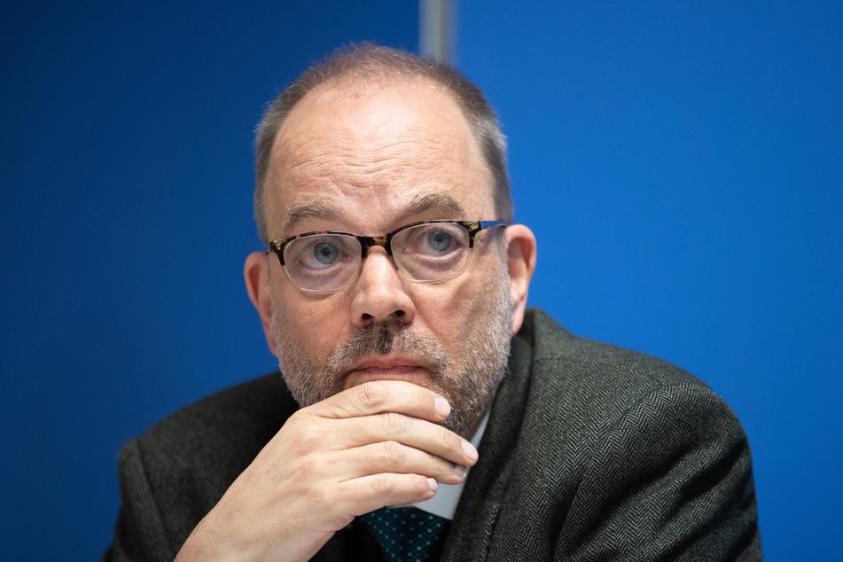 Brandenburgs parteiloser Sozialstaatssekretär Michael Ranft (63) sieht auch Bund und Länder in der Pflicht, sich um die aktuelle Flüchtlingssituation zu kümmern.