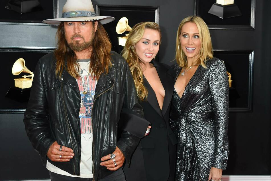Billy Ray Cyrus, Miley Cyrus, and Tish Cyrus at the 2019 Grammy Awards.