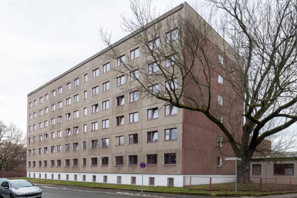 Wachmann vor Asylbewerberheim niedergeschlagen