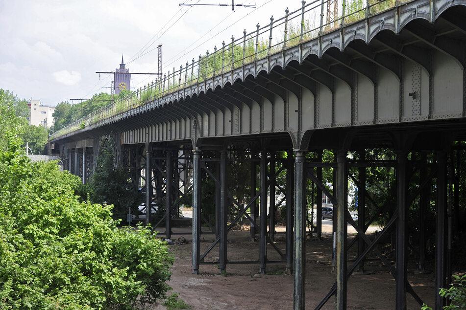 Das Denkmal an der Annaberger Straße sollte ursprünglich durch die Deutsche Bahn abgerissen und durch einen Neubau ersetzt werden.