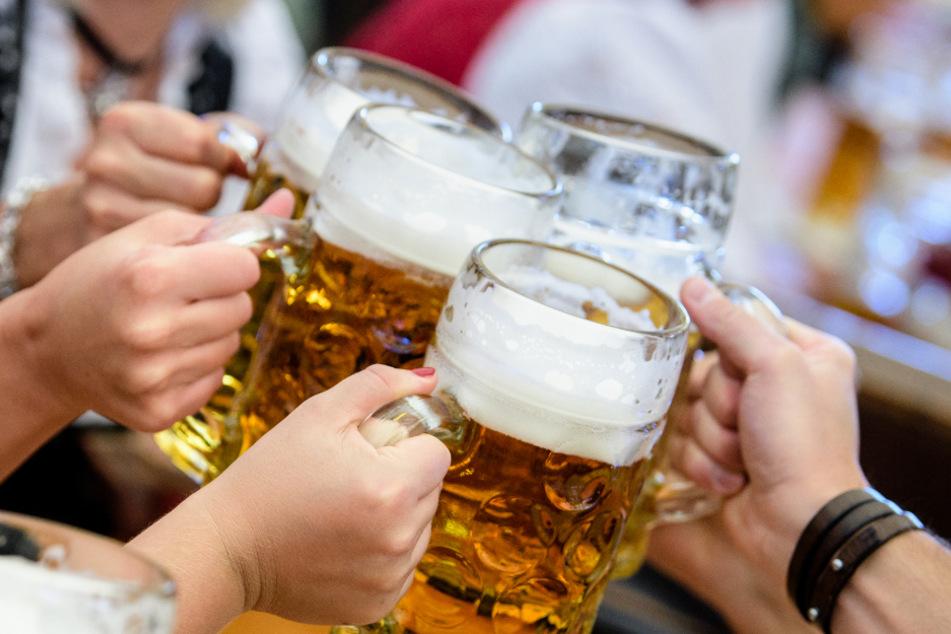 Auf Volksfesten ist hoher Alkoholkonsum normal. (Symbolbild)