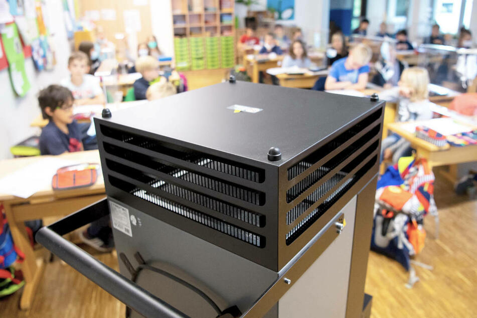 Die GEW fordert beispielsweise mehr Luftfilter für die Klassenräume, um Ansteckungsrisiken einzudämmen.