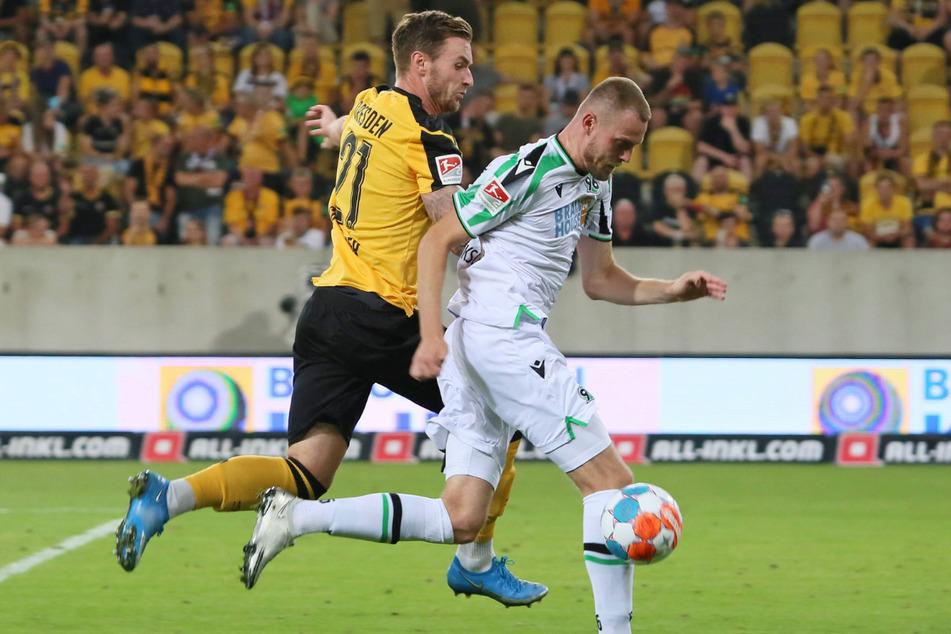 Klarer Punktsieger vor sechs Wochen: Michael Sollbauer (31, l.) kochte den damaligen Hannoveraner Marvin Ducksch (27) ab. Am Sonntag kommt Ducksch mit Bremen wieder.