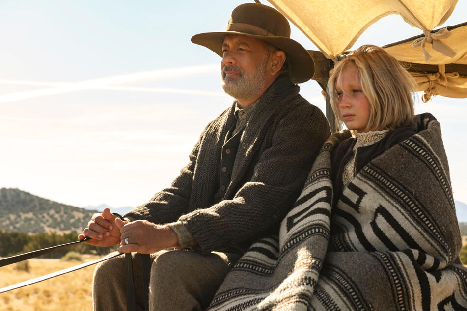 """""""Neues aus der Welt"""" bei Netflix: Helena Zengel und Tom Hanks rocken bewegenden Western!"""