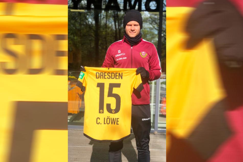 Dynamo-Profi Chris Löwe versteigert sein Trikot, lässt das noch von allen seinen Mitspielern unterschreiben. Der Erlös kommt der fünfjährigen Emilia zugute.