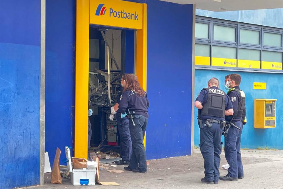In der Nacht zu Mittwoch ist in einer Postbank-Filiale in Berlin-Reinickendorf ein Geldautomat gesprengt worden.