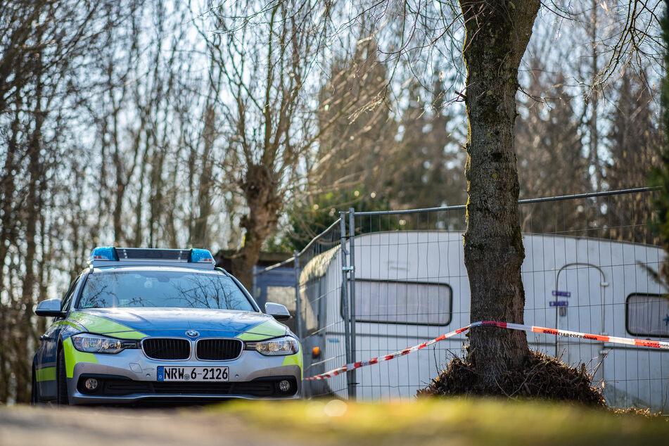 Auf dem Campingplatz Eichwald parkte vor der damals eingezäunten Parzelle des mutmaßlichen Täters ein Polizeiauto. (Archivfoto)