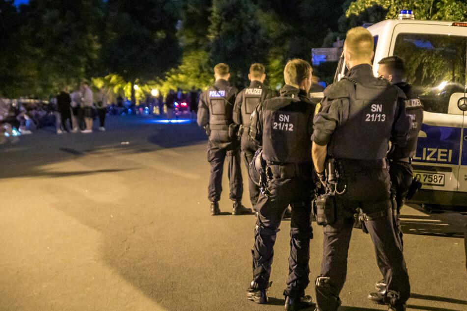 Die Polizei hatte ihre Präsenz im Bereich der Sachsenbrücke in der Nacht zu Sonntag deutlich verstärkt.