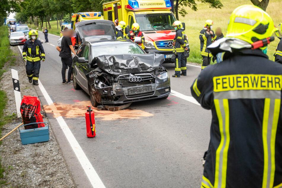 Die Bundesstraße musste nach dem Unfall voll gesperrt werden.