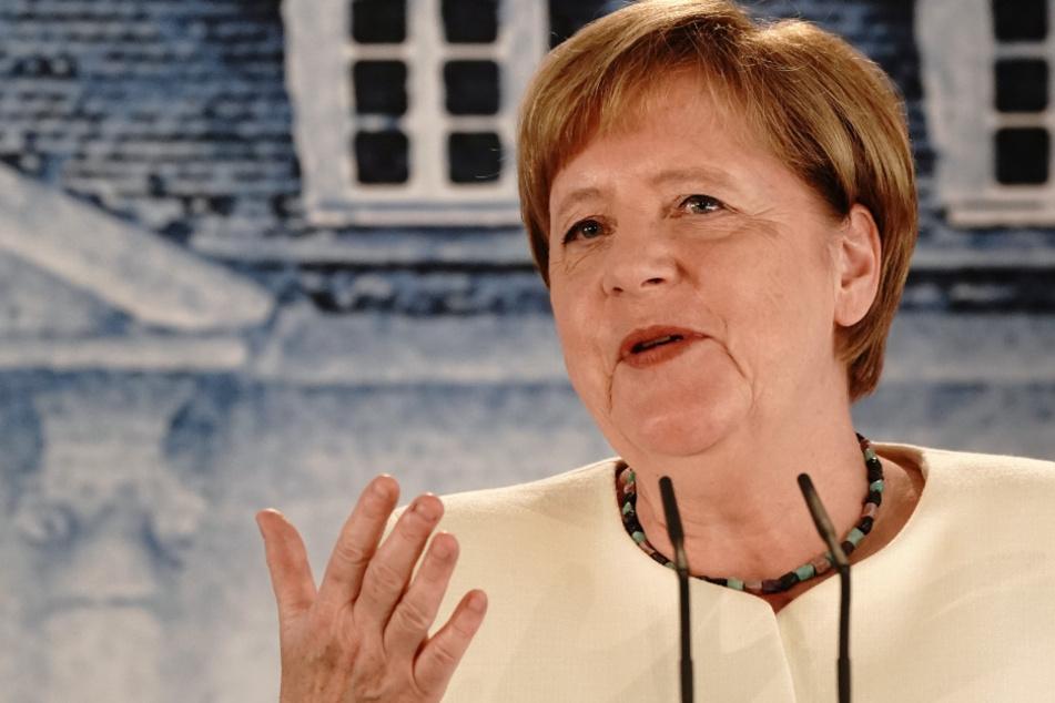 Bundeskanzlerin Angela Merkel (65, CDU) spricht während einer Pressekonferenz nach dem Gespräch mit Frankreichs Präsidenten Macron im Schloss Meseberg, dem Gästehaus der Bundesregierung.