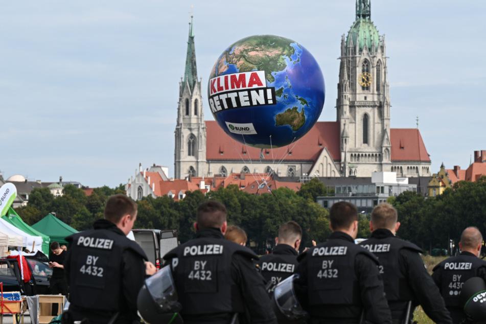 Journalisten auf IAA in Gewahrsam genommen: Klage eingereicht