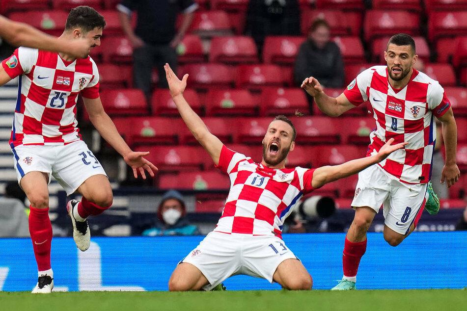 Nikola Vlasic (23, M.) bejubelt seinen Treffer gegen Schottland bei der EM 2020. Der Kroate schnürt mittlerweile die Schuhe für den Premier-League-Klub West Ham United.