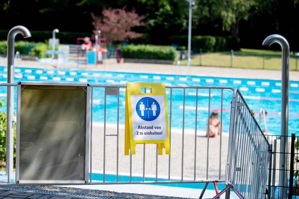 Drama im Schwimmbad: Kind (†5) muss wiederbelebt werden und stirbt