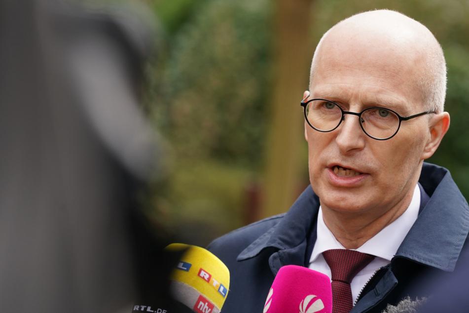 Die Zahle der Corona-Neuinfektionen steigt wieder. Das besorgt Bürgermeister Peter Tschentscher (55, SPD).