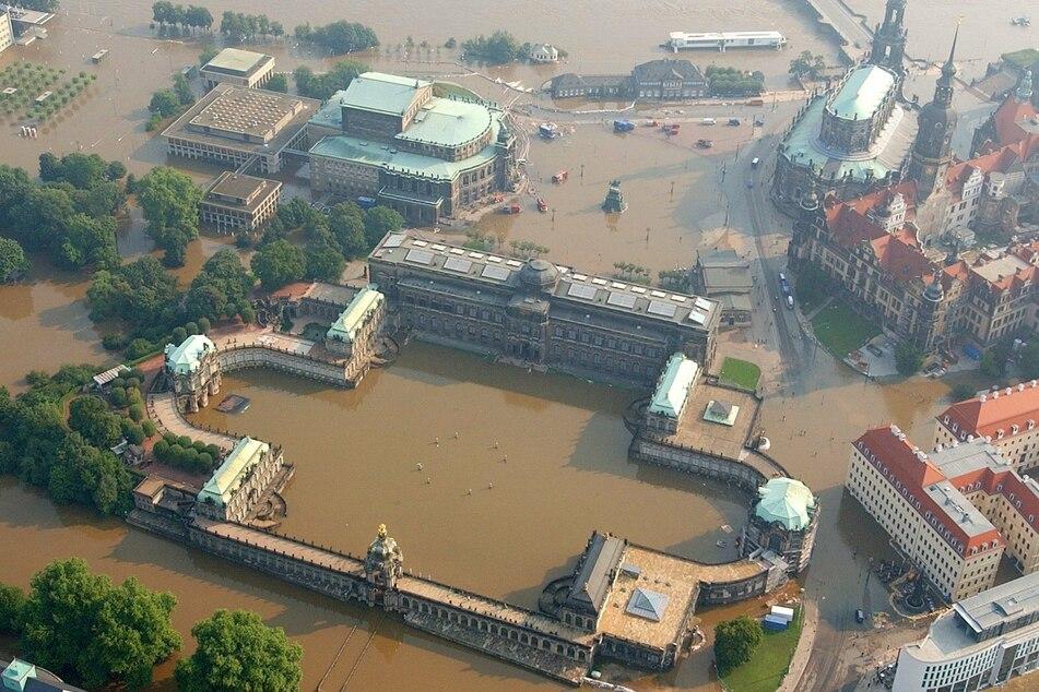 Im Jahr 2002 war Dresden extrem vom Hochwasser betroffen. Die komplette Altstadt war überflutet. (Archivbild)