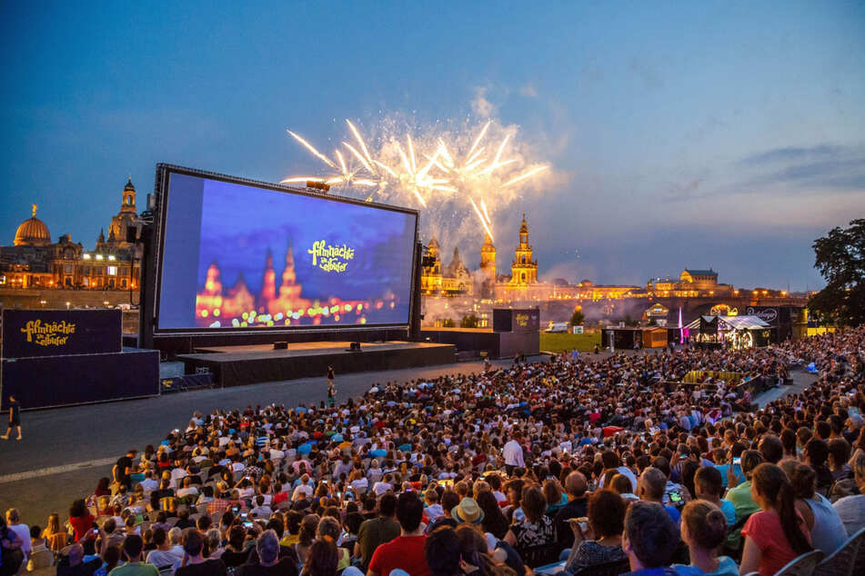 """Die Dresdner haben ihre Filmnächte. Derzeit ist das Kino allerdings nicht ganz so dicht besetzt, wie auf diesem Foto aus """"Vor-Corona-Zeiten""""."""