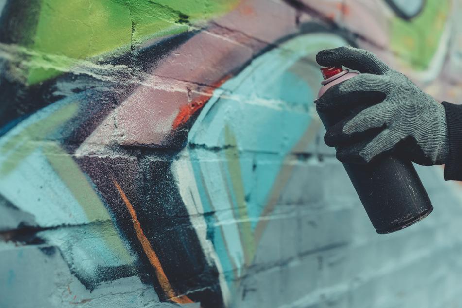 Hat sich der Täter selbst verraten? Ermittlungen gegen Graffiti-Schmierer aufgenommen