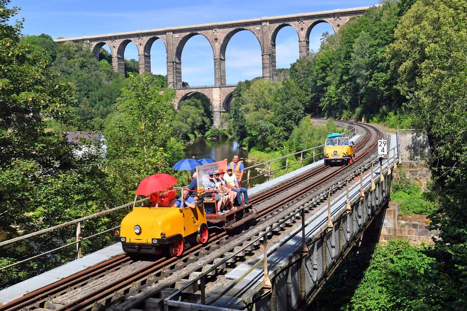 An Wochenenden zieht der Schienentrabi Fahrgäste durchs Muldental - doch jetzt gab es Gefahr durch Geisterfahrer.