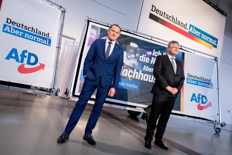 Jörg Meuthen (59,r) und Tino Chrupalla (45), die AfD- Bundessprecher, in der Messehalle in Dresden. Dort findet vom 10. bis 11. April der AfD-Bundesparteitag mit der Abstimmung über das Wahlprogramm statt.