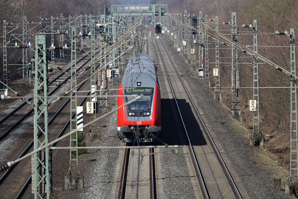 Auf der Strecke zwischen Köln und Düsseldorf wird erneut gebaut. Die baldige Sperrung soll allerdings die letzte sein. (Archivbild)