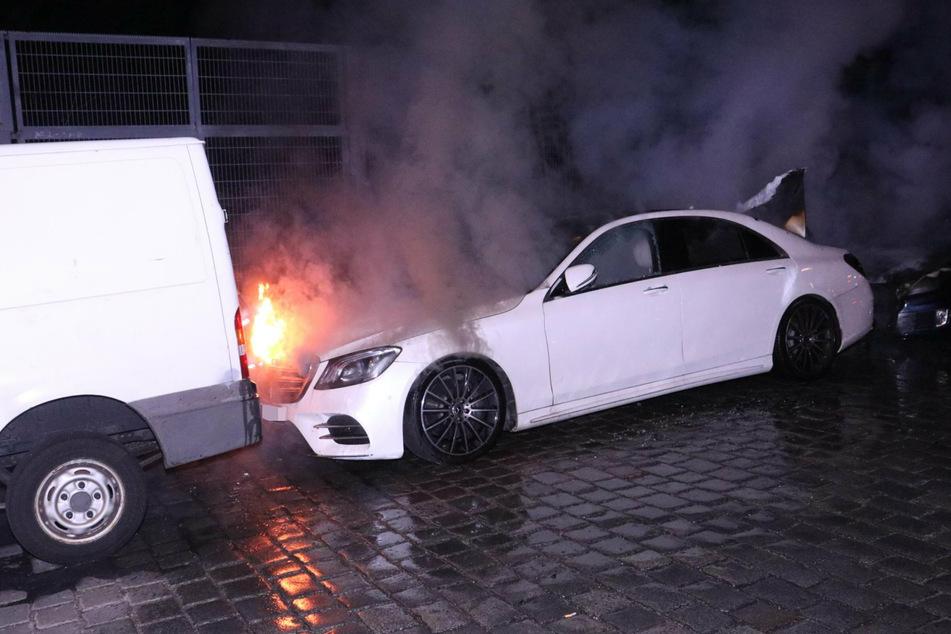 Berlin: Autos in Neukölln abgefackelt: Polizei ermittelt wegen Brandstiftung