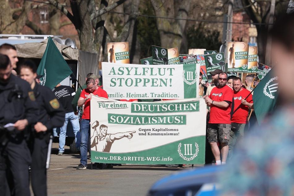 """Immer wieder demonstrieren die Anhänger der rechtsextremen Partei """"Der III. Weg"""" gegen die """"Asylflut"""", wollen einen """"Deutschen Sozialismus"""". (Archivbild)"""