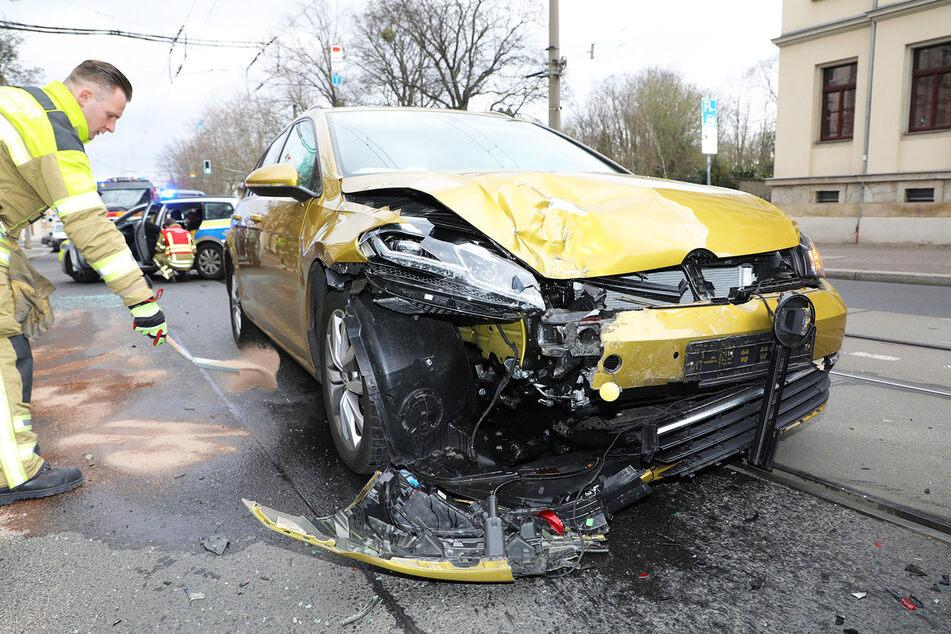 Am VW Golf entstand enormer Schaden.