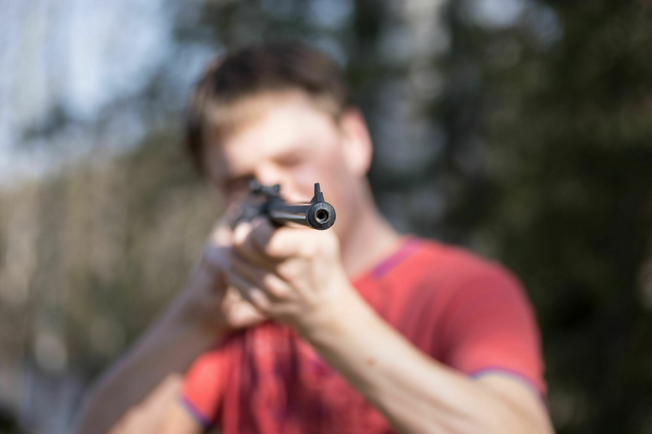 Ein Unbekannter soll in der Kölner Südstadt mit einem Luftgewehr auf eine Frau geschossen haben. (Symbolbild)