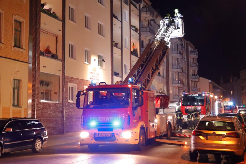 Chemnitz: Chemnitzer Feuerwehr rückt wegen Rauch aus, doch die Ursache ist völlig harmlos
