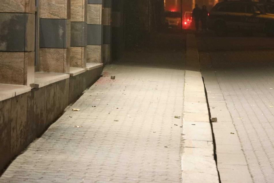 In der Nacht zum Samstag flogen Steine auf die Polizeiaußenstelle in Connewitz.