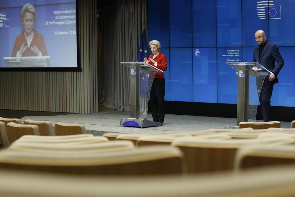 Ursula von der Leyen, Präsidentin der Europäischen Kommission, und Charles Michel, Präsident des Europäischen Rates, nehmen an einer Pressekonferenz im Anschluss an einen EU-Videogipfel der Staats- und Regierungschefs der EU-Staaten teil.