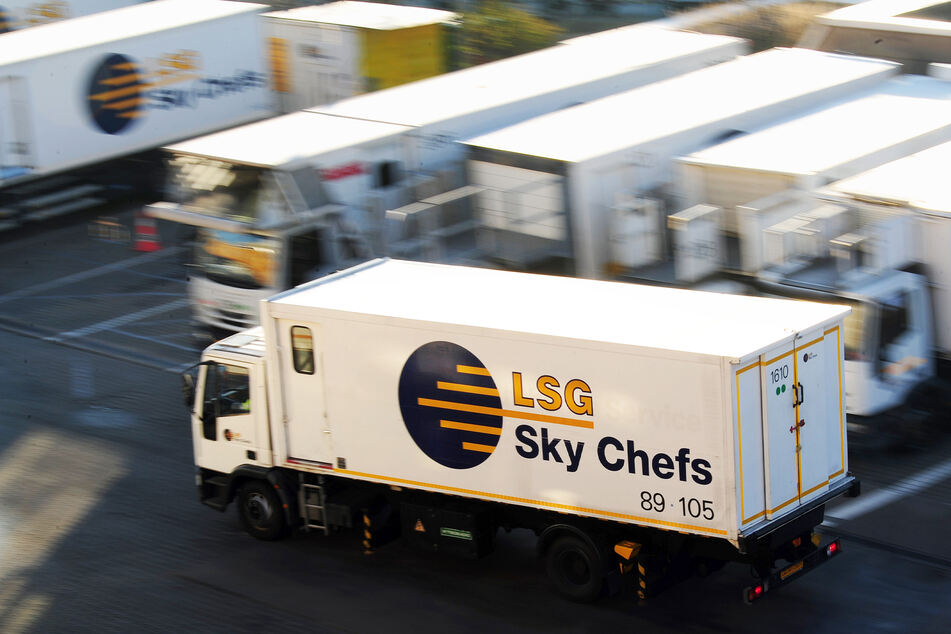 """Because injured in """"LSG Sky Chefs"""" It works, no food or drink at the moment """"Air New Zealand""""Domestic flights."""