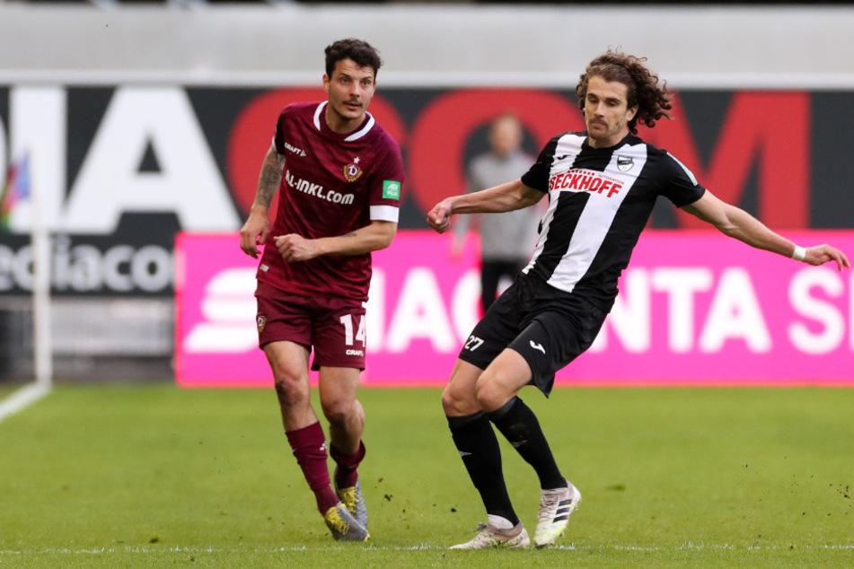 Mael Corboz (26, r.) am 35. Spieltag der 3. Liga gegen die SGD und Philipp Hosiner (32, l.).