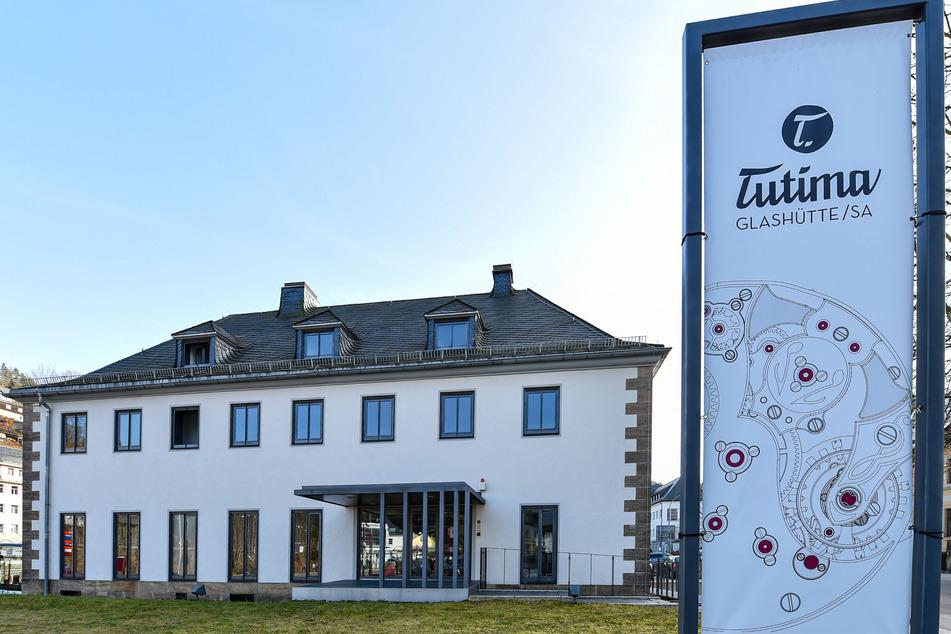 Vor dem Krieg 900, jetzt 40 Mitarbeiter: Heute firmiert die Manufaktur im Gebäude der alten Glashütter Bahnmeisterei.