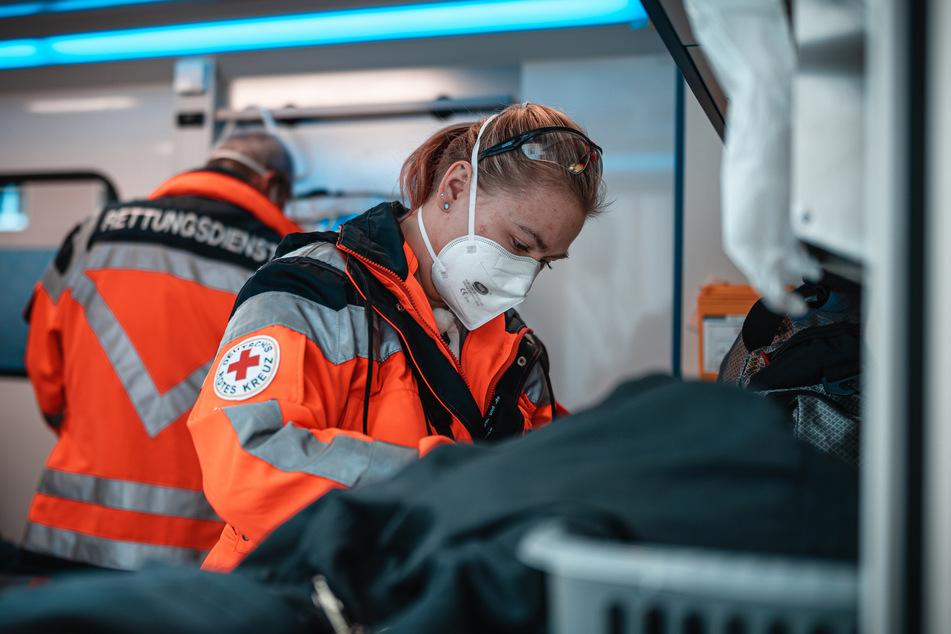 Sindy Meisegeier (25) hält es für möglich, dass der Patient selbst den Notruf gewählt hat, dann aber bewusstlos wurde und somit nicht die Tür öffnen kann.