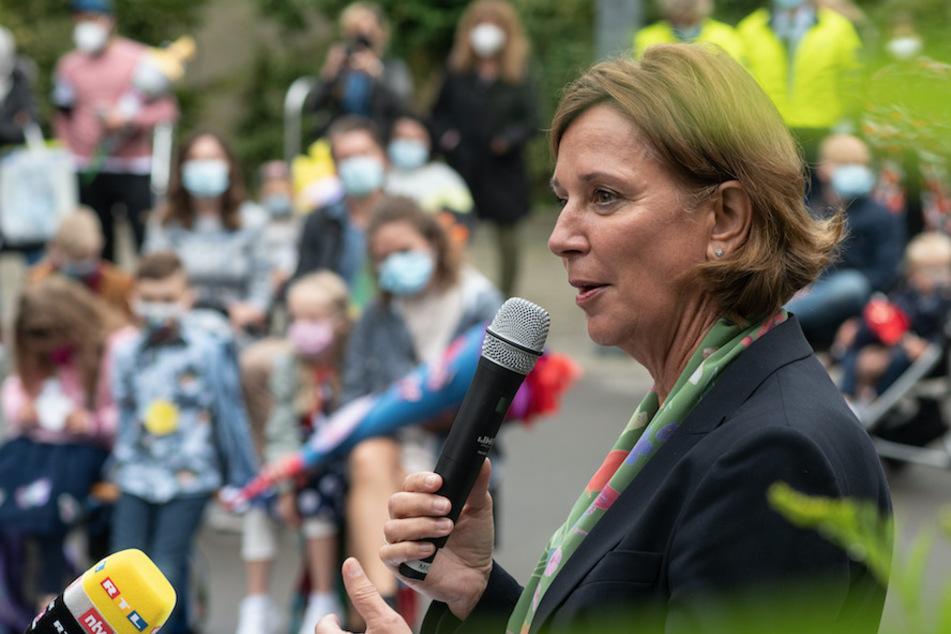 Überall gleiche Qurantäne-Regeln für Schulen? NRW-Ministerin mit klarer Forderung