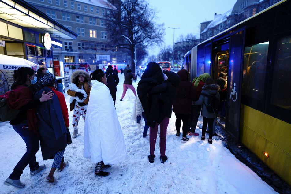 Berlin: Brand in Berliner Flüchtlingsunterkunft: Bewohner mussten in klirrender Kälte evakuiert werden