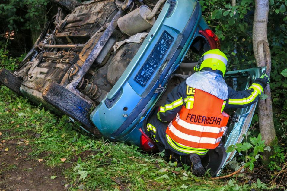 Zwei Unfallbeteiligte mussten bei der Einsatzübung aus ihrem Auto befreit werden.